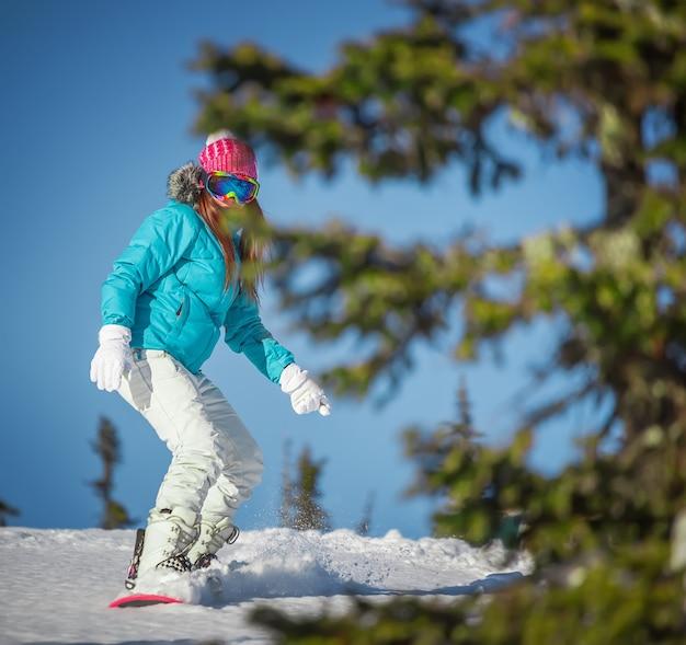 Snowboard girl sporty zimowe mountain resort