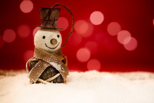 Snowman z czerwonym tle z bokeh