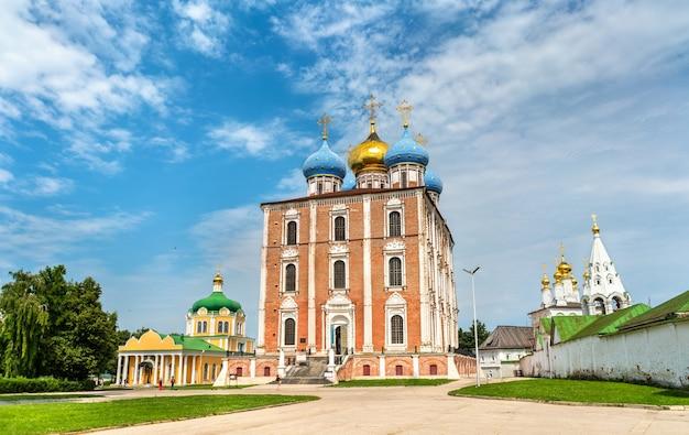 Sobór wniebowzięcia riazańskiego kremla, złoty pierścień rosji