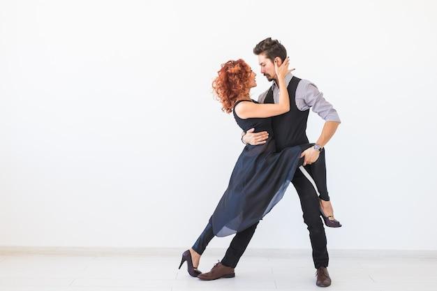 Social dance, kizomba, tango, salsa, people concept - piękna para tańczy bachata na białym tle