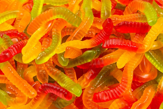 Soczyste kolorowe galaretki. gummy cukierki. węże.