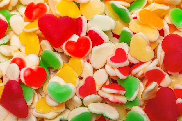 Soczyste kolorowe galaretki słodycze tło. gumowate cukierki.