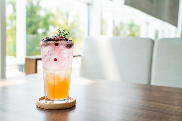 Soda brzoskwiniowa i jagodowa