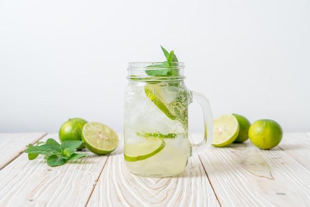 Soda limonkowa z miętą - orzeźwiający napój