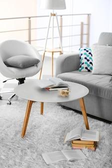 Sofa i fotel w salonie
