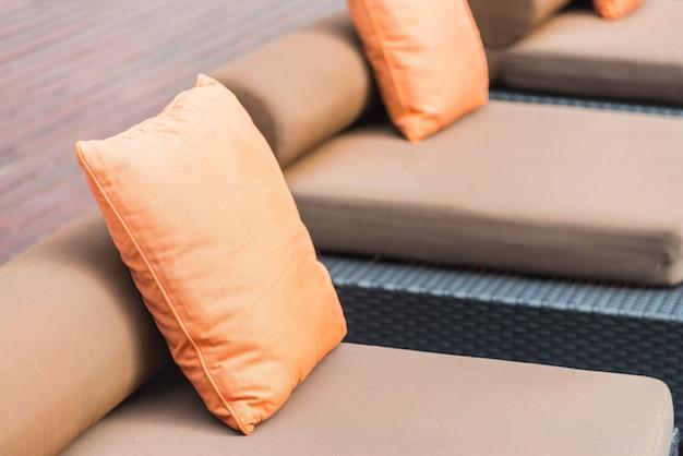 Sofa wnętrze poduszki wystrój czyste