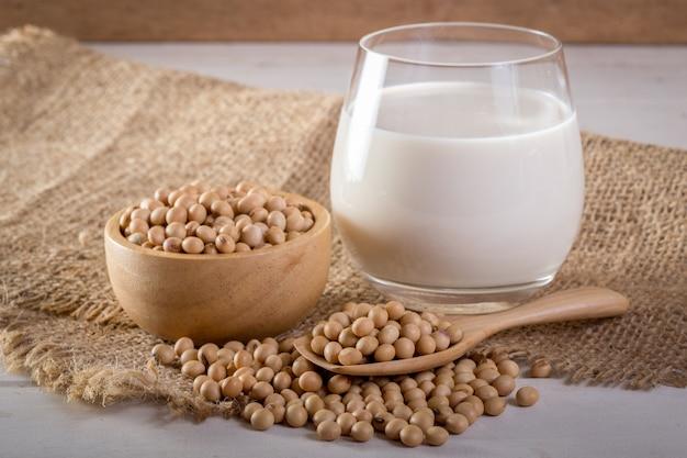 Soja i mleko sojowe