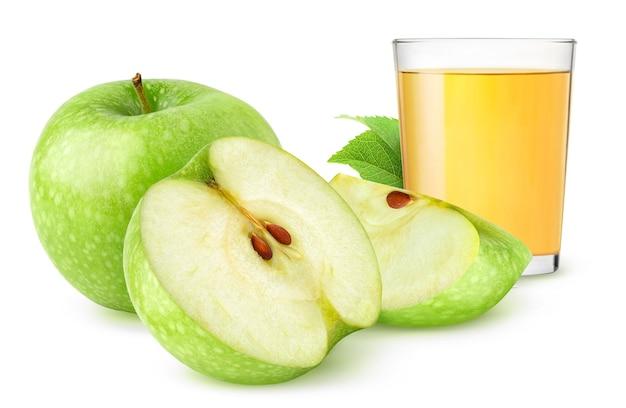 Sok jabłkowy i świeże zielone jabłka na białym tle