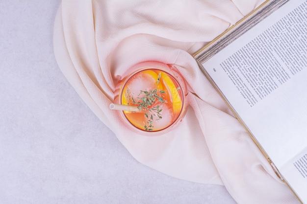 Sok z pomarańczy z ziołami i przyprawami