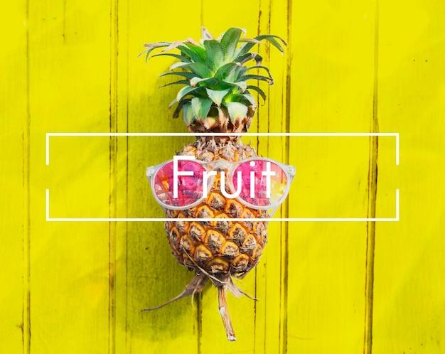 Sok ze świeżości owoców naturalne odżywianie koncepcja dojrzałego surowca