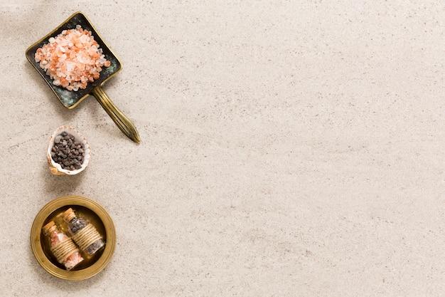 Sól do kąpieli i zioła w pojemniku