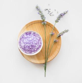 Sól lawendowa i kwiaty dla skóry