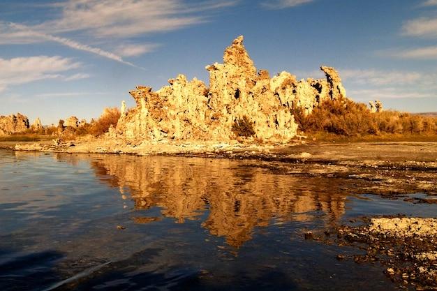 Sól tuf usa pustynia california mono lake