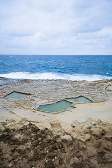 Solankowe naczynia na wyspie gozo na malcie