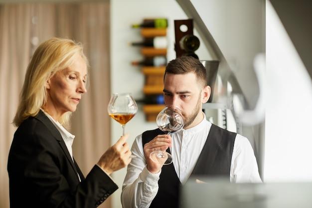 Sommeliers degustacja wina