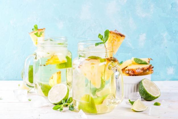 Sony dsctropiczny napój, ananasowy mojito lub lemoniada ze świeżą limonką i miętą