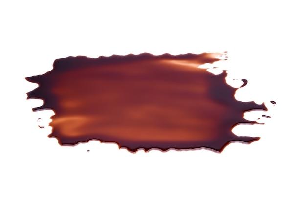 Sos czekoladowy na białym tle