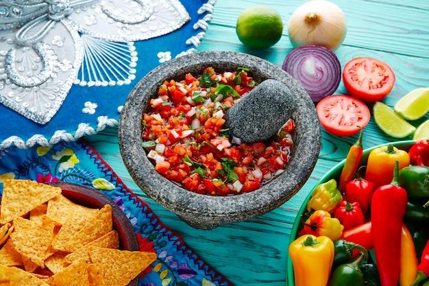 Sos pico de gallo z meksyku w molcajete