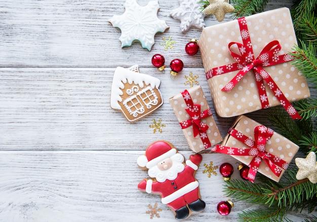 Sosna, pudełka na prezenty i ciasteczka