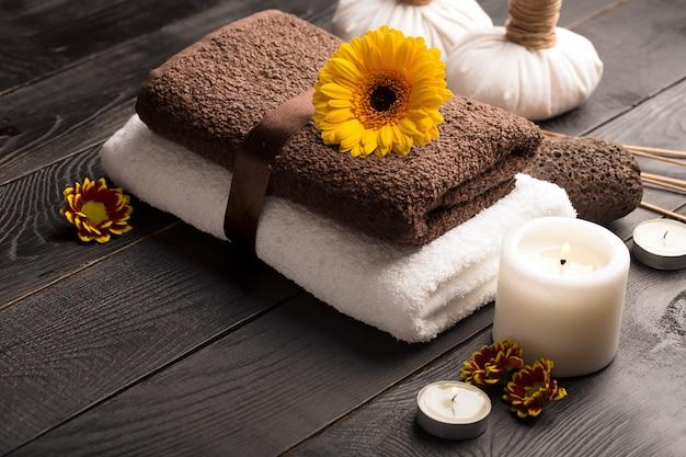 Spa martwa natura z ręcznikiem