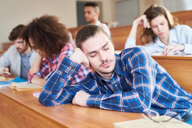 Spać na lekcji