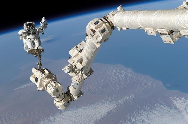 Spacer kosmiczny astronautów międzynarodowej stacji