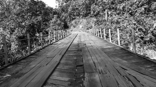 Spada długiej ekspozycji przyrody przyrody stacji wzgórza