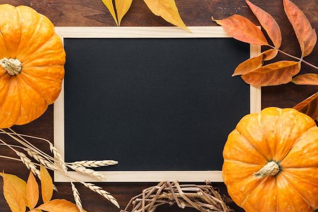 Spadek tablica tło z dyni, liści i pszenicy