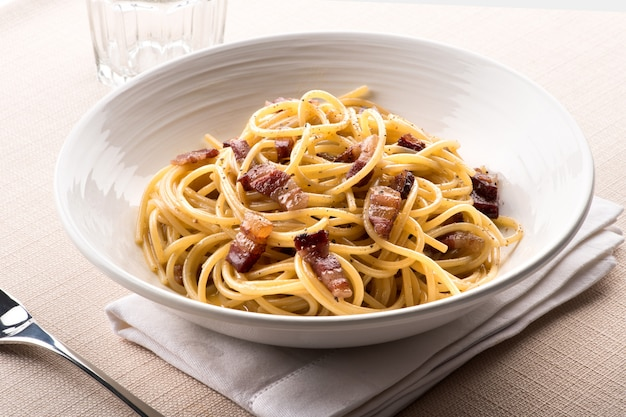 Spaghetti alla carbanara z lacjum we włoszech
