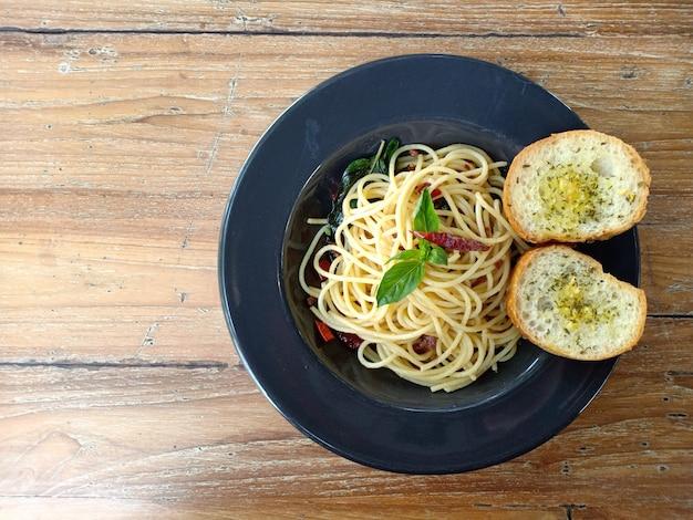 Spaghetti na stole