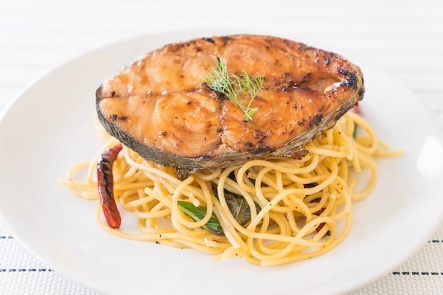 Spaghetti z grillowaną makrelią