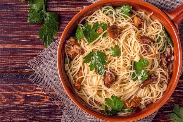 Spaghetti z kurkami i pietruszką
