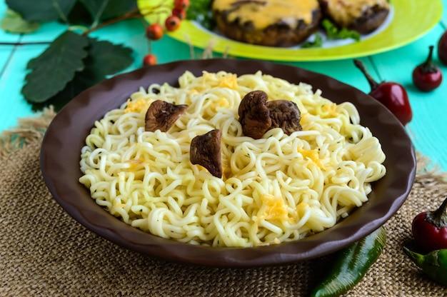 Spaghetti z suszonymi borowikami i parmezanem