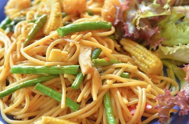 Spaghetti z warzywami t