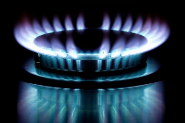 Spalanie gazu w palniku pieca gazowego