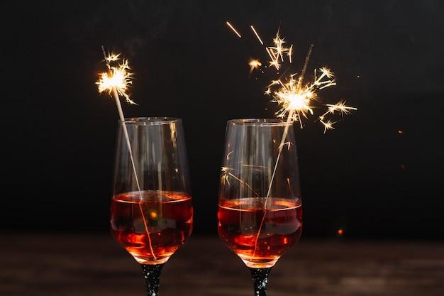 Sparklers w kieliszkach do martini