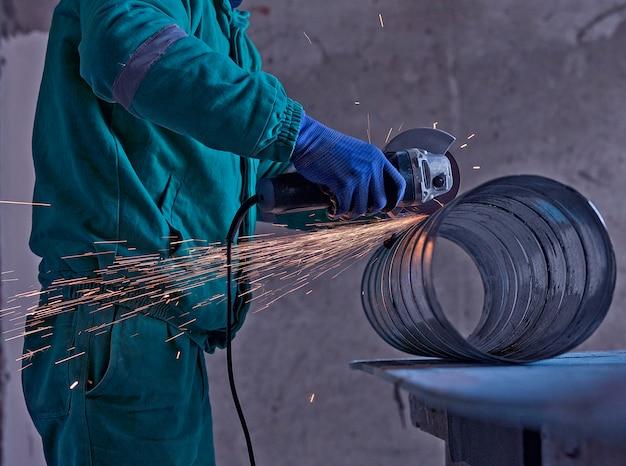 Spawanie łukowe stali na placu budowy