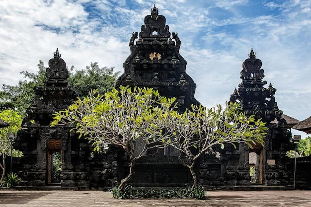 Specjalne miejsce kultu, religii hinduizmu. świątynie bali, indonezja