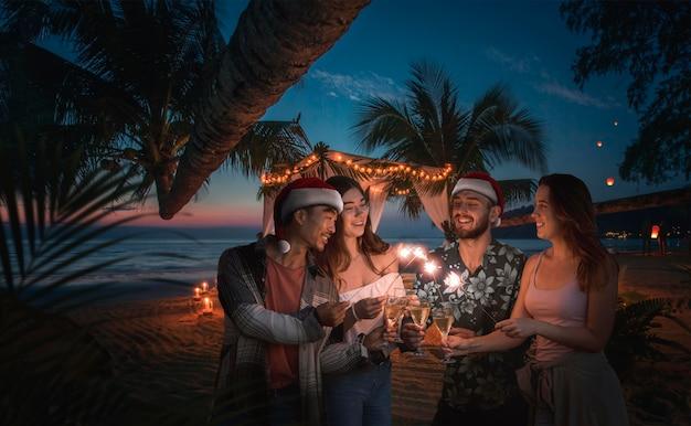 Spędzać boże narodzenie na rajskiej wyspie z przyjaciółmi