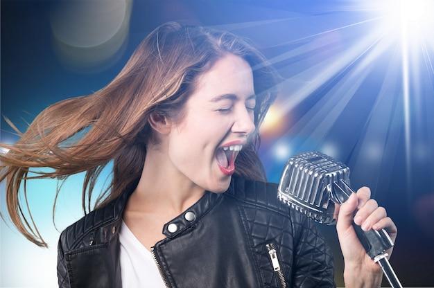 Śpiewająca popowa dziewczyna