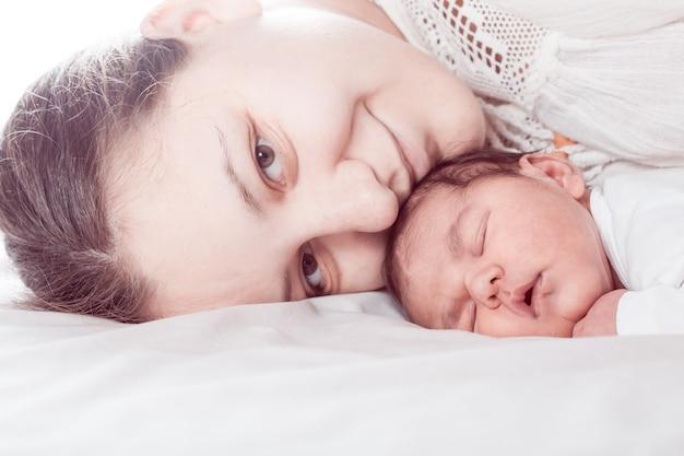 Śpij dziecko z mamą, zamknij twarze