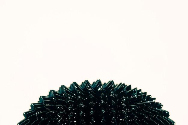 Spiky czarny ferromagnetyczny ciekły metal z miejsca na kopię