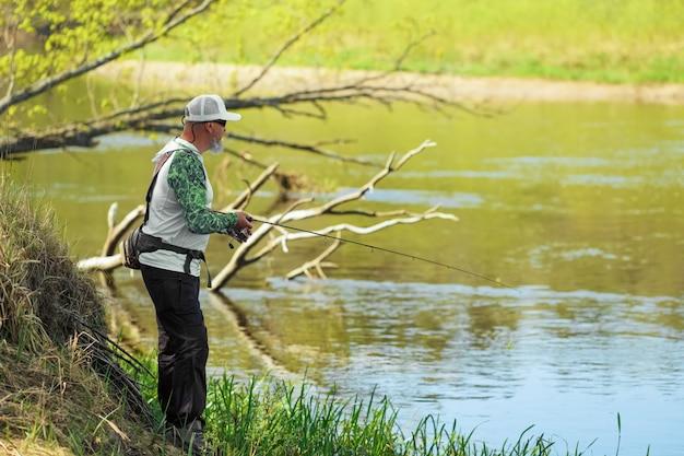 Spining połowów, wędkowania, łowienia ryb. hobby i wakacje.