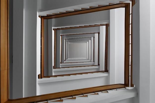 Spiralne schody kwadratowe