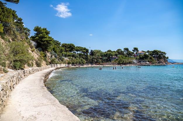 Split chorwacja. widok na morze adriatyckie firule beach