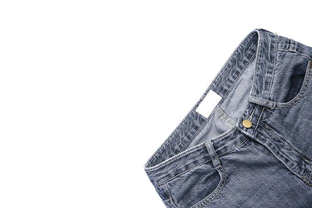 Spodnie jeansowe na białym tle na białym tle, leżał płasko.