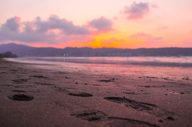 Spójrz na plażę hendaia w kraju basków.