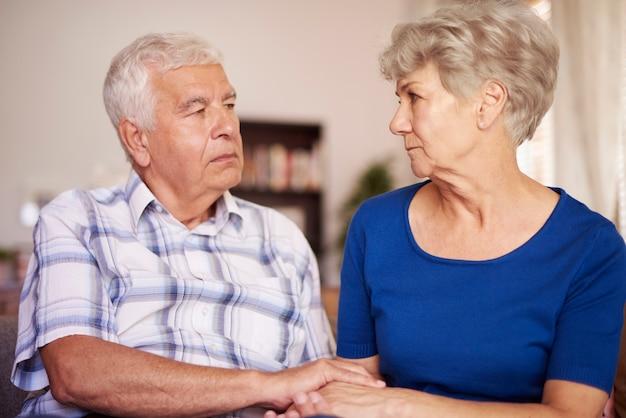 Spokojna scena starszego małżeństwa