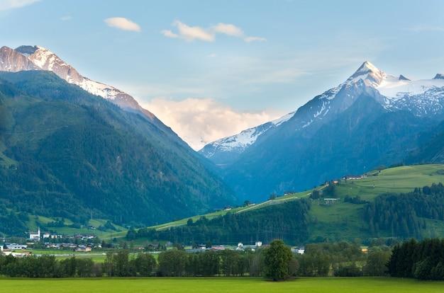 Spokojny letni widok w alpach, austria.