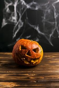 Spooky rzeźbione jack-o-lantern i sieci